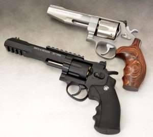 The Umarex S&W TRR8 (bottom) and a S&W Performance Center TRR8 predecessor, the Model 627-PC.