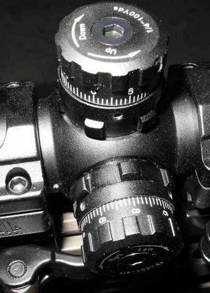 UTG Bug Buster 3-9X32 retical locking collars