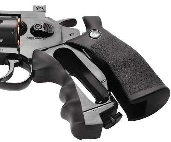 Dan Wesson pellet revolver grip open