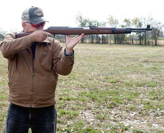 Tom shoots K98